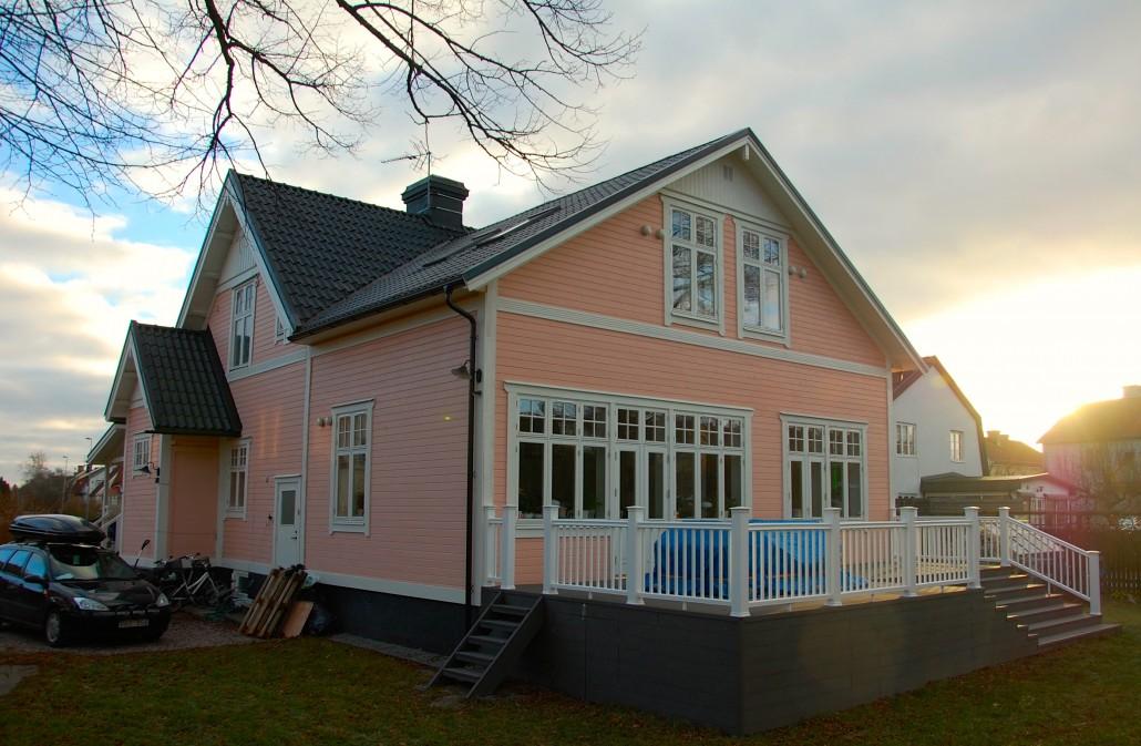 Bild på tillbyggnad på äldre hus